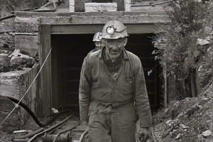 12.7.90. Arigna. County Roscommon, Ireland. Coal mining. MICHAEL RYNN leaving the mine at the end of his shift. ©Photo by Derek Speirs